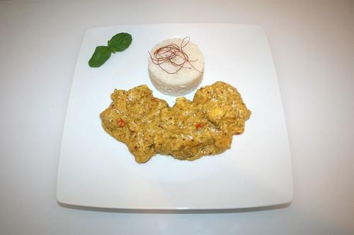 40 - Coconut chicken with almonds & saffron - Served / Kokoshähnchen mit Mandeln & Safran - Serviert