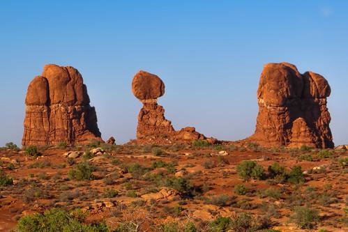 trees sunset sky plants usa mountains southwest nature sand rocks desert outdoor stones pflanzen himmel olympus berge steine area northamerica weite bäume wüste felsen expanse fläche nordamerika