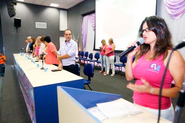 Diretora Leninha, coordenadora do departamento da mulher do Sindicato