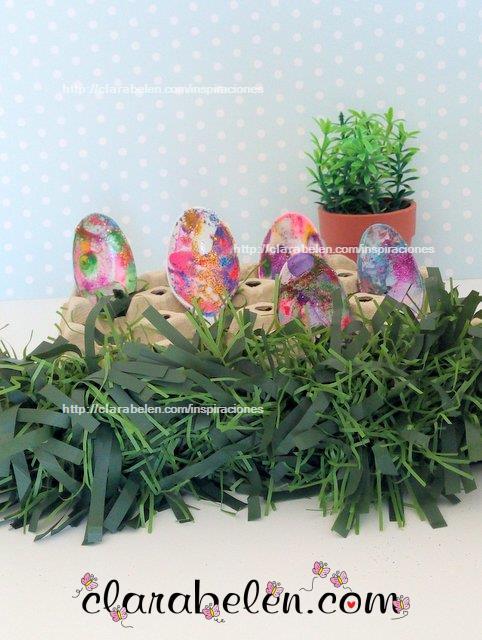 Huevos de Pascua para niños de cucharas de plastico tecnica marmoleado esmaltes