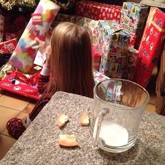 Le Père Noël est passé 🎅, a mangé ses biscuits🍪, bu son lait 🍶 et a laissé plein de cadeaux 🎁🎁🎁🎁 pour les enfants gentils 👱👱👸👶👦 - Photo of Montbray