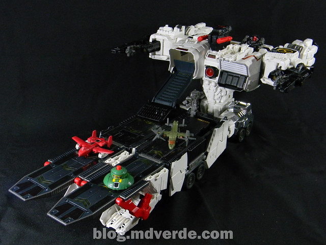 Transformers Metroplex - Generations Titan SDCC Exclusive - modo vehículo vs Minibots