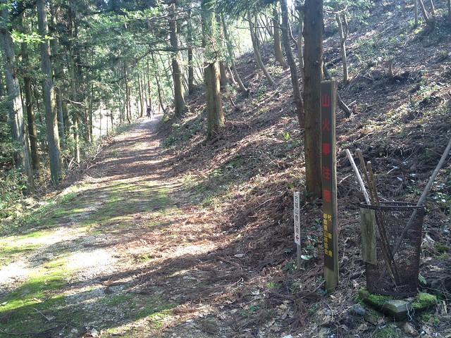古城山 登山口への道