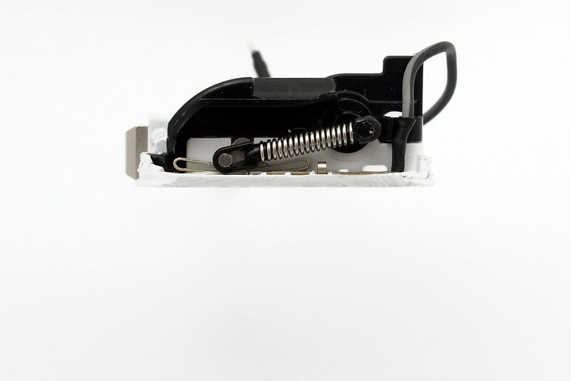 apple-folding-uk-charger-folding-mech-cross-section-folded-in
