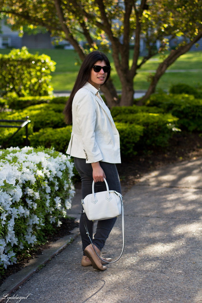 white blazer, grey jeans, lace up flats, white bag-11.jpg
