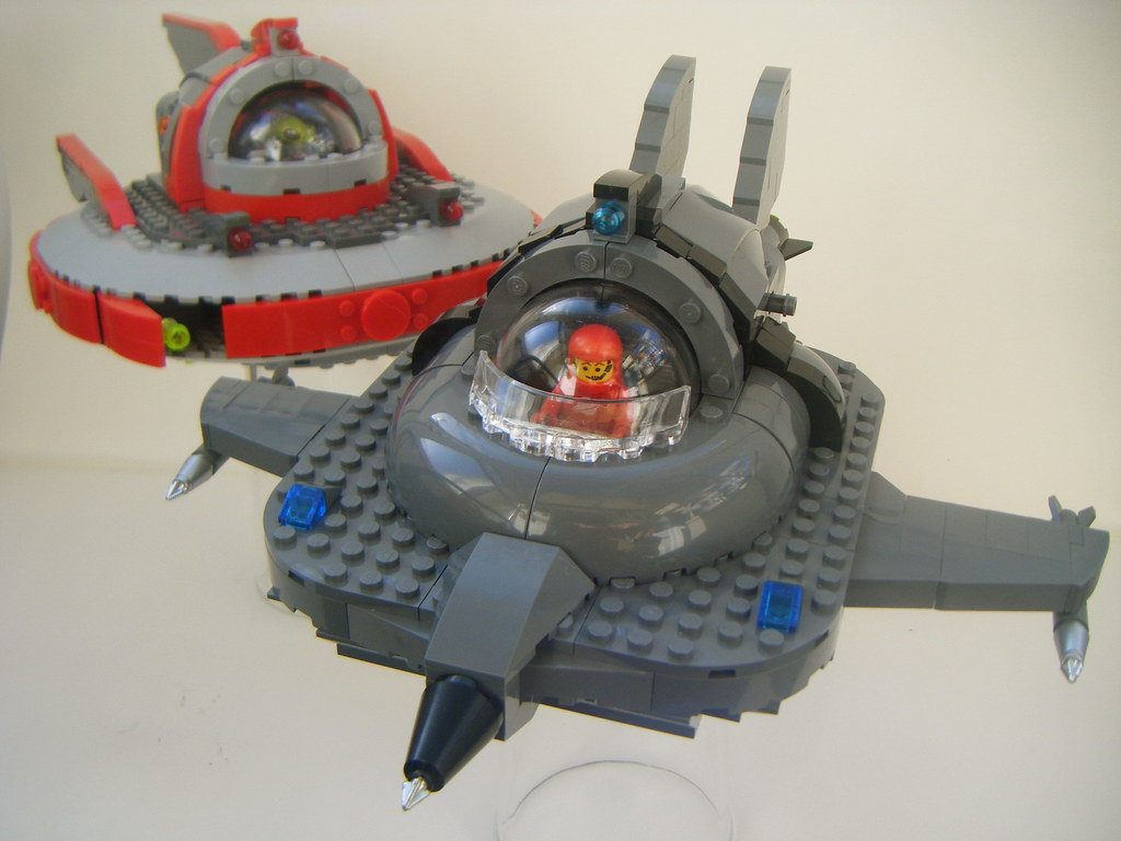 lego flying saucer