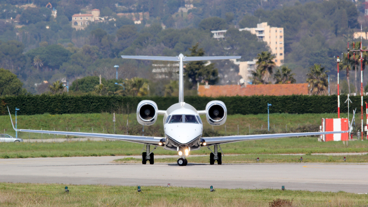 Aéroport de Cannes-Mandelieu [LFMD-CEQ] Mars 2015  16783477036_5bbd96da51_o