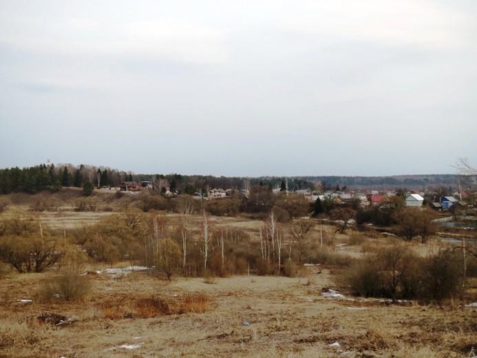 за реку, в сторону Москвы.