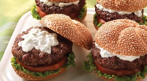 Αρνίσια burger με τζατζίκι