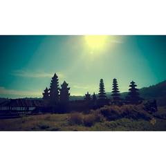 #danau #lake #bali #pura #shoot #sun #swaha #popularpage #popularphoto #madebatuan #vibrant #candi #religius #buyan #beratan #vscovisuals #vscocamphotos