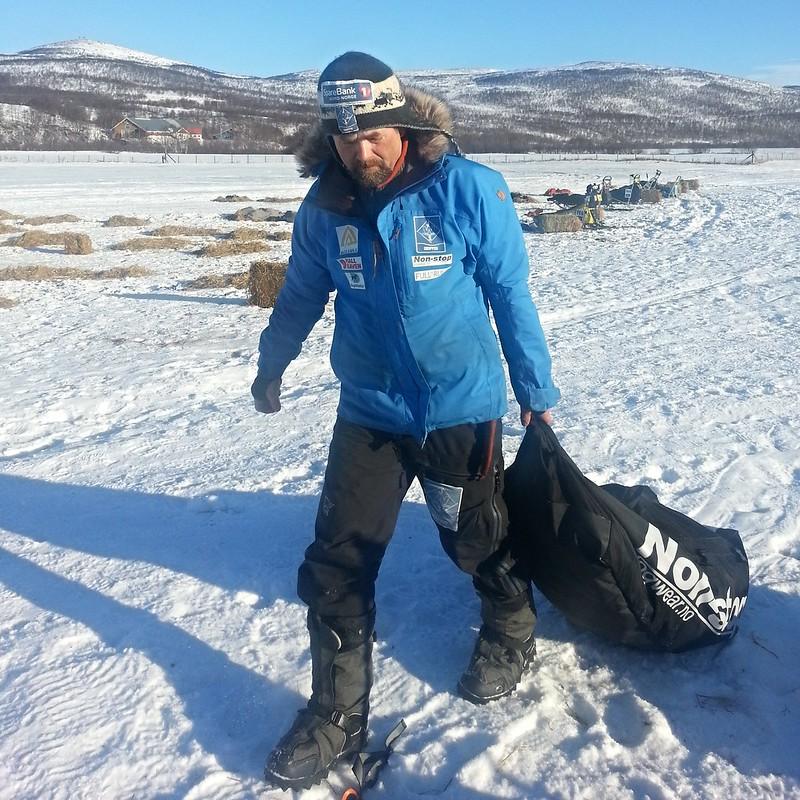 Harald Tunheim gjør seg klar til å kjøre ut fra sjekkpunktet Sirbma. Foto: Eirik Fløtlien