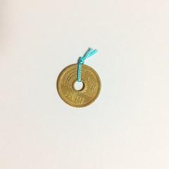カフェリアさん。お釣りの五円玉に紐が結んでありました。 「五円」と「ご縁」をかけてるんですね。 ✨素敵✨ #カフェリア #佐鳴湖 #佐鳴湖畔 #五円玉 #ご縁 #hamamatsu #japan