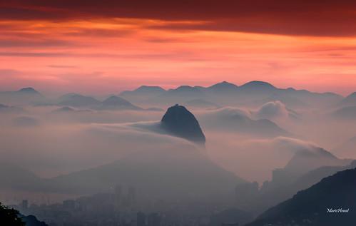 Morro do Pão de Açucar e as Nuvens - Rio de Janeiro