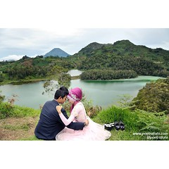 From the pre wedding of Vika+Ridwan. Pre wedding photoshoot at Telaga Warna Dieng Wonosobo. Prewedding photo by @Poetrafoto.   Visit our website on http://prewedding.poetrafoto.com and like our FB page on http://fb.com/poetrafoto for more pre wedding phot