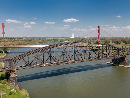 Rheinbrücke bei Duisburg-Baerl