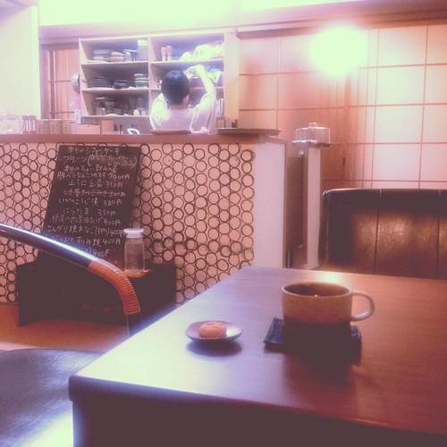 そういえば今日一日コーヒー飲んでなかった!! ってことで奈良からの帰りしなにこの時間でもやってる喫茶店に。一件知っててよかった。