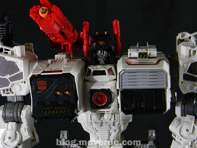 Transformers Metroplex - Generations Titan SDCC Exclusive - modo robot