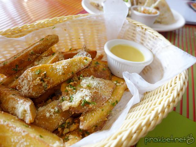 Amigos Sweet Potato Fries (135 Pesos)