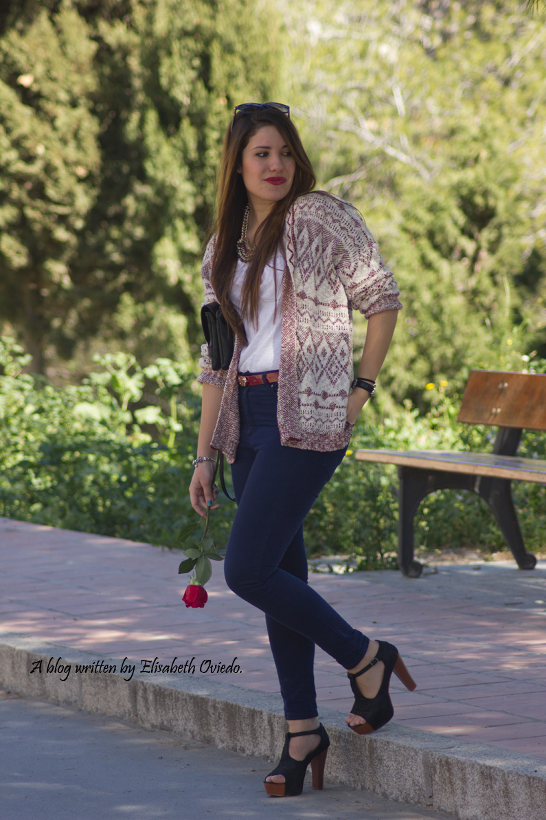 capa-azteca-con-jeans-y-tacones-HEELSANDROSES-(3)