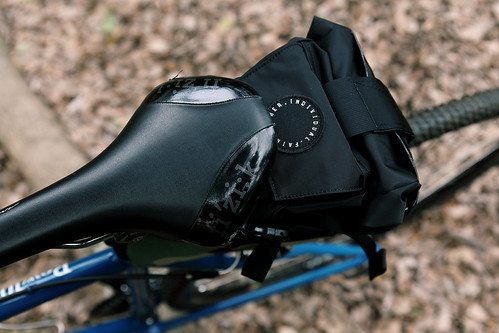 FAIRWEATHER - Seat Bag LTD woodland camo