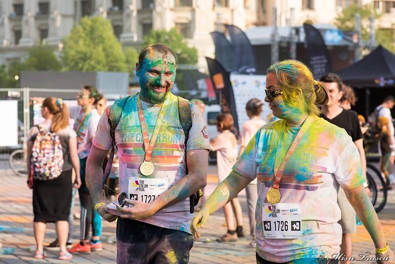 oameni colorați