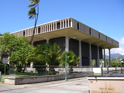 Hawaii_state_capitol_from_the_south-east