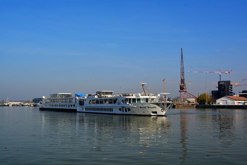 Uniworld River Boutique Ship RIVER ROYALE - Bassins à flot, Bordeaux, 11 mars 2015