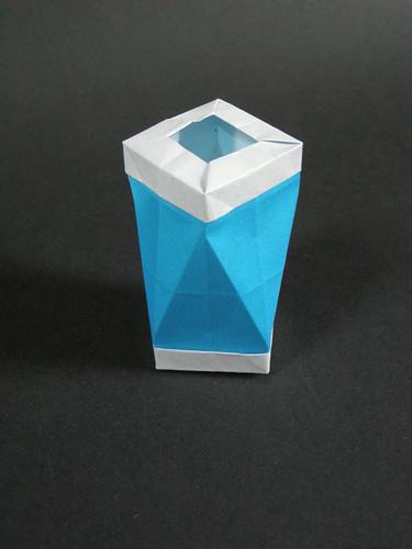 Square antiprism bin