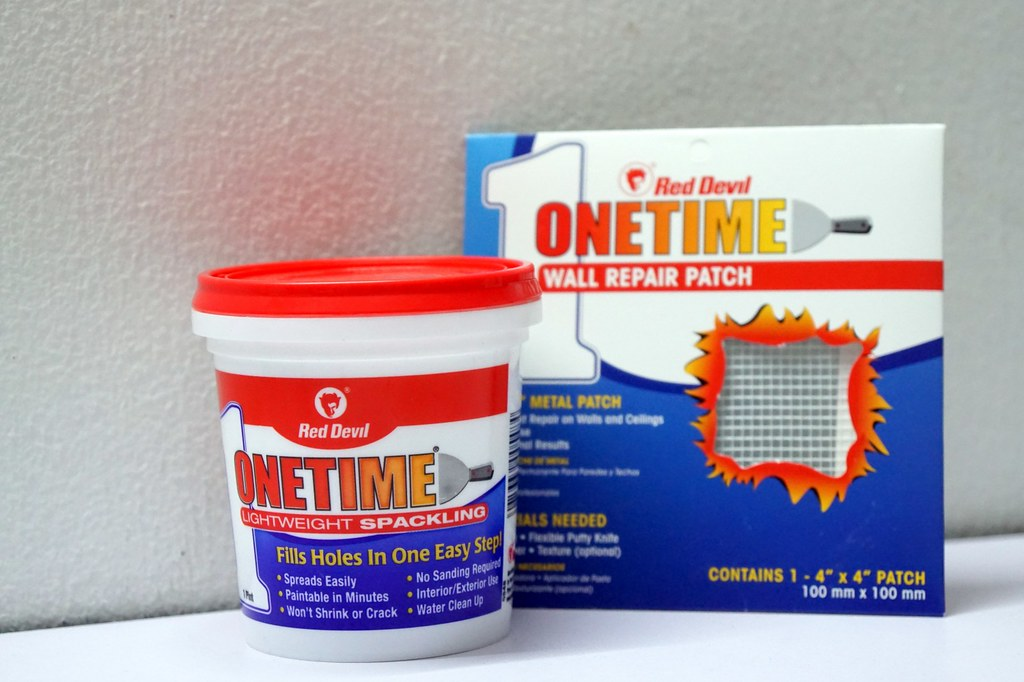 Onetime Lightweight Spackling - for fixing holes at home