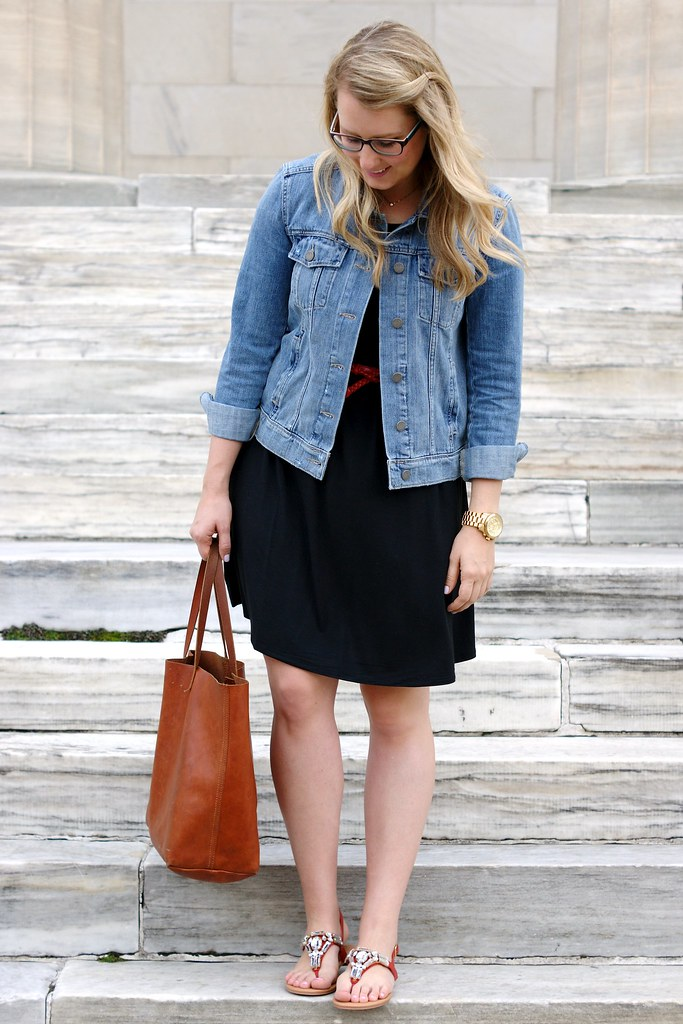 black cotton dress, denim jacket, and red sandals