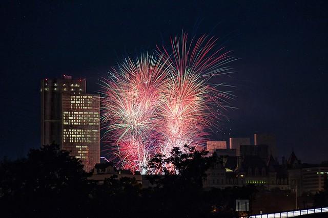 Albany, NY Fireworks Presented by Price Chopper - Market 32
