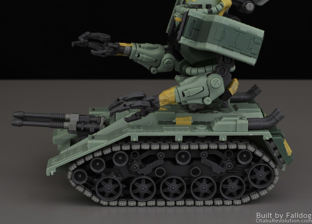 Motor King - 1-100 Zaku Tank Review 1