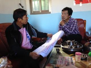 石虎米股東:左為林義雄,右為楓樹里社區發展協會理事長李隆樺。