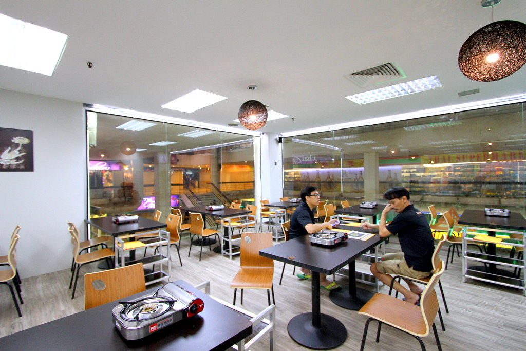 Suki Thai: Interior