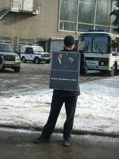 Pro-government person at Boris Nemtsov commemorative meeting in Yekaterinburg, 2015