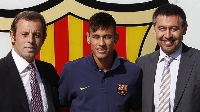 150312_ESP_Sandro_Rosell_BRA_Neymar_Josep_Bartomeu_LHD