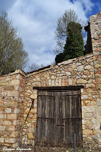 sky weather clouds landscape ruins doors oldbuildings greece stonewall attica parnitha ελλάδα σύννεφα τοπίο ερείπιο πάρνηθα αττική ουρανόσ καιρόσ πόρτεσ πέτρινοστοίχοσ παλιάκτίσματα πρώηνβασιλικόκτήματατοιου theformerroyalestateintatoi