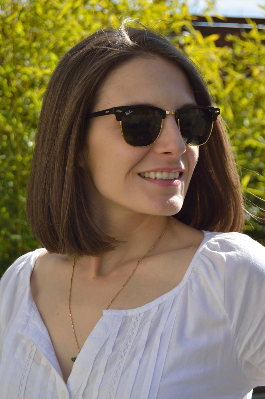 lara-vazquez-madlula-happy-face-classic-rayban-white-shirt