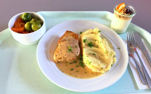 Turkey steak with honey pepper sauce & mashed potatoes / Putensteak mit Honig-Pfeffer-Sauce & Kartoffelstampf