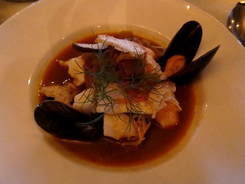 Sjöpaviljongens fisk- och skaldjursgryta med aioli