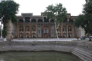 Bolo Hauz Mosque