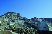 Indien, Trekking in Ladakh mit Nubra Valley. Das Kloster Thiksey unweit der Ufer des Indus gehört zu den bedeutendsten Lamasereien Ladakhs. Foto: Bruno Baumann.