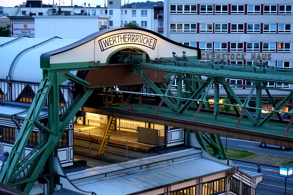 Bahnhof wuppertal oberbarmen rh nanie du nord westphalie for Hotel amical wuppertal barmen