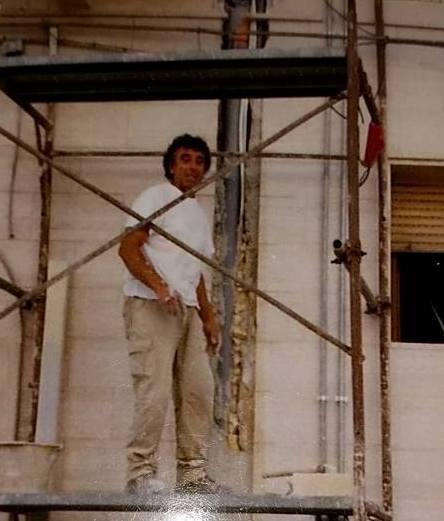 Franco Masi su di una impalcatura in una foto degli anni '90
