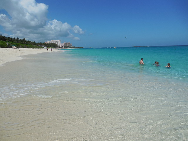 Cabbage Beach, Paradise Island, Ba(r2xc)