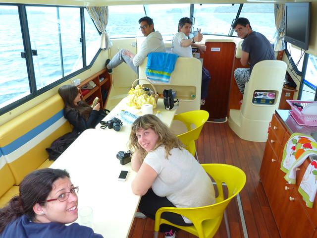 Salón del barco-casa de Amieira Marina