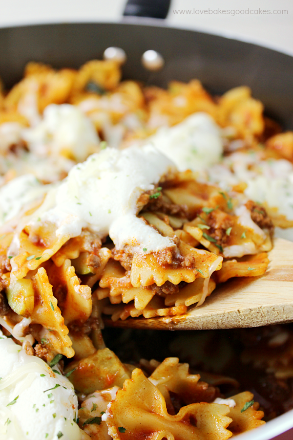 Skip the hassle but reap the rewards with this Weeknight Sausage & Zucchini Skillet Lasagna! It's a super easy dinner idea with all the classic flavor you love! #Saucesome #ad