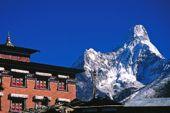 Nepal, Lodge-Trekking. Kloster Tengpoche mit Ama Dablam, 6856 m. Foto: Archiv Härter.