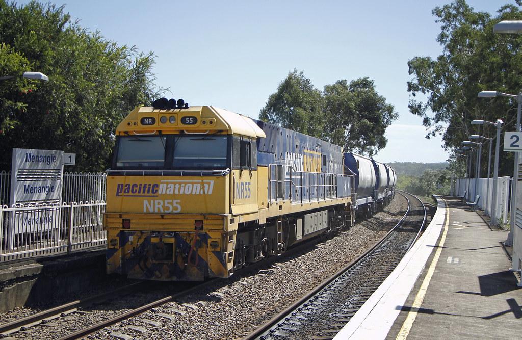 NR55, NR31 (front) 2196 Menangle by Thomas