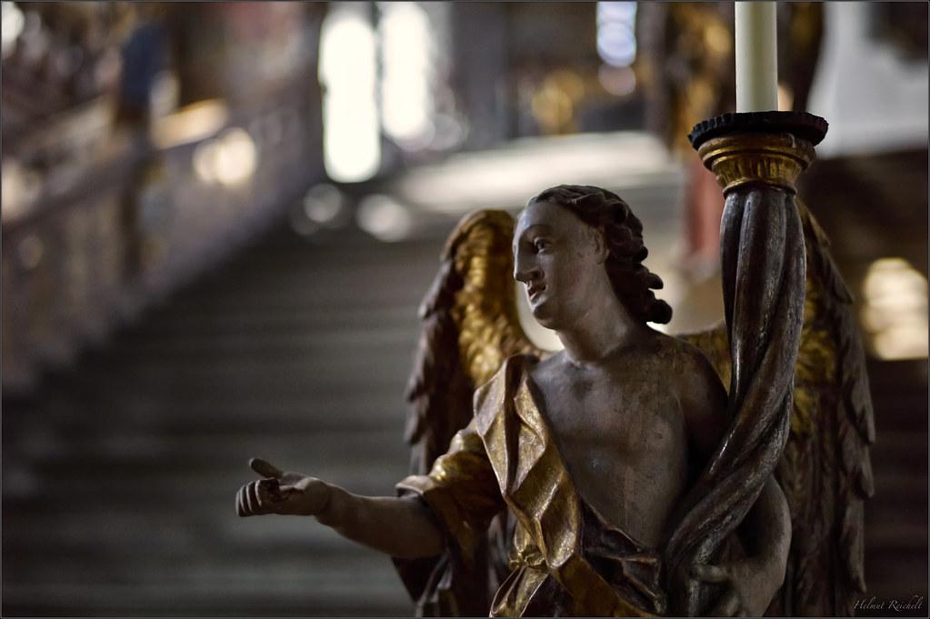 Der vorderste Engel rechts ...